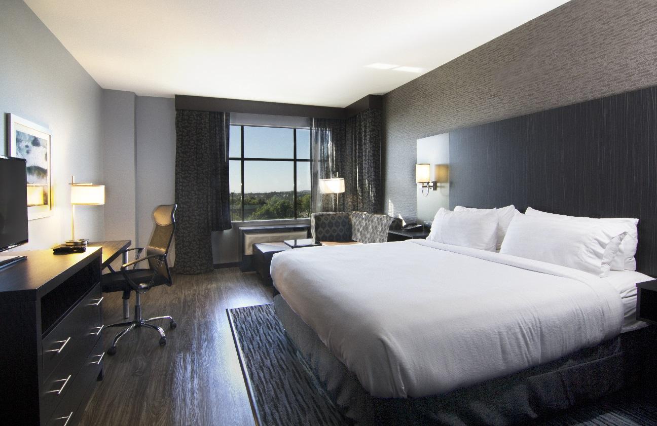Holiday-Inn-Guestroom.jpg