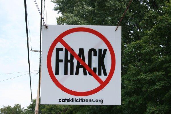 no-frack-hanging-sign-august-2011.jpg